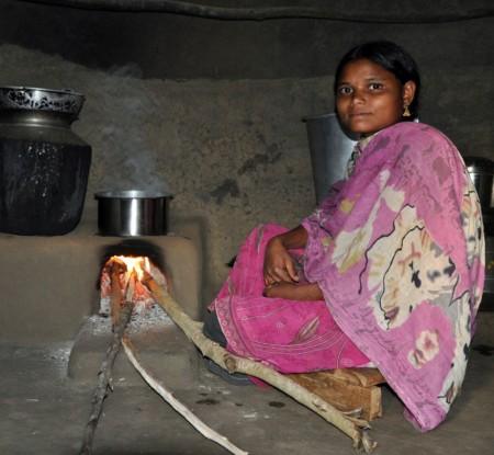 Bild 2: energieeffizienter Herd, Klimaschutzprojekt Indien