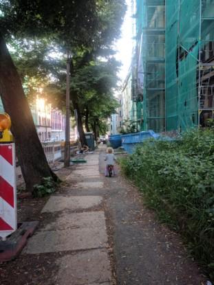 Bild 1: Unebene Böden, Engpässe durch Baustellen