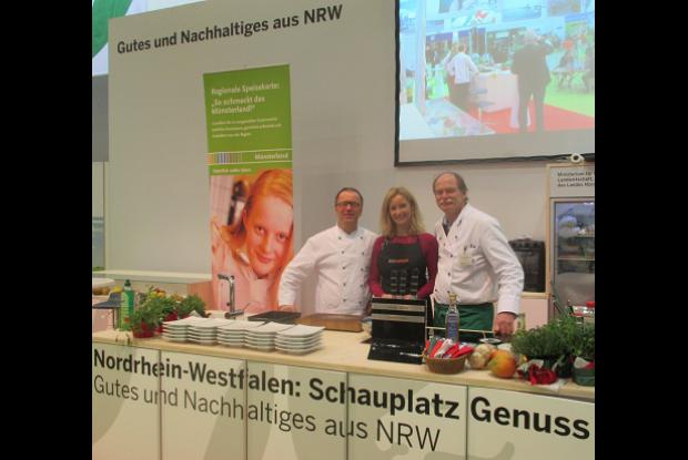Bild 2 von 8: C. Reingen und M. Friedrich auf der IGW.