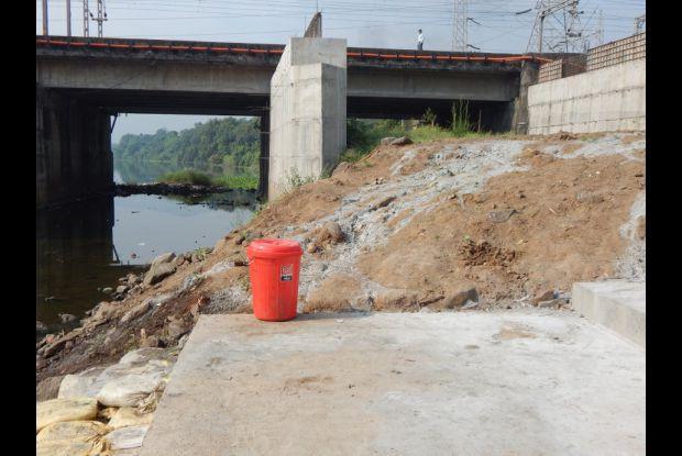 Bild 5 von 8: Aufgeräumtes Flussufer