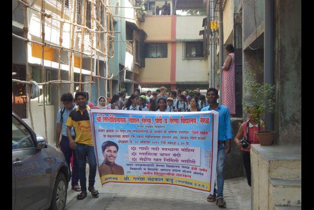 Bild 8 von 8: Demonstrationszug durch den Stadtteil