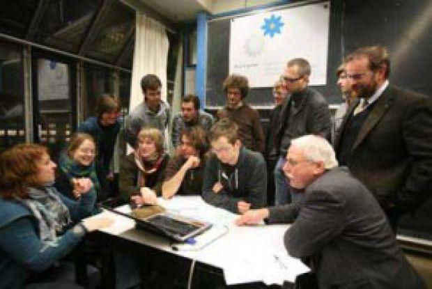 Bild 6 von 7: Blue Engineering Gruppenarbeit